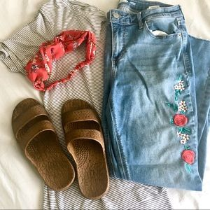 Embroidered Cut Off Jeans   6